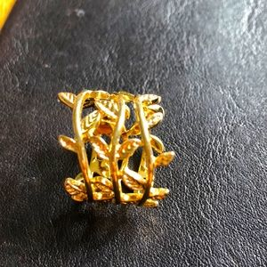 Nordstrom Gold ring with vine & leaves